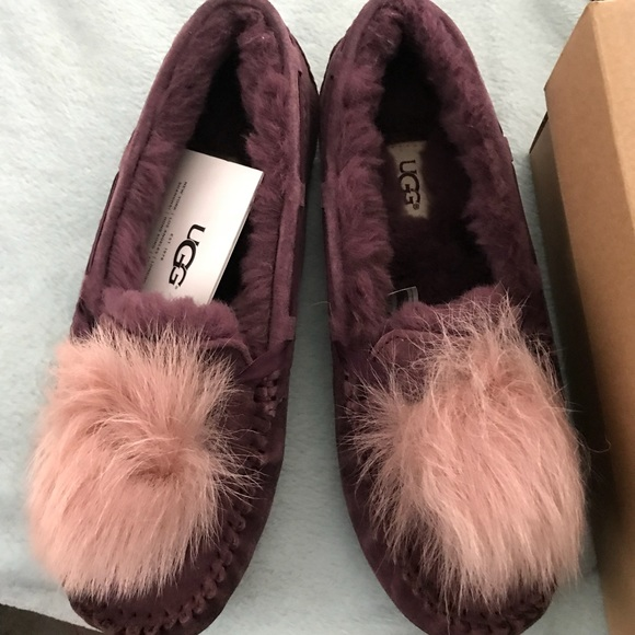 22a2f66950f2 Ugg Dakota Pom Pom Port slippers moccasins 8 New
